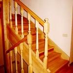Лестница с подступенками из лиственницы