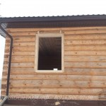 Пластиковый свес на деревянном доме