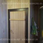 Деревянная дверь в парилку с наличниками