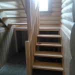 Деревянная лестница открытая